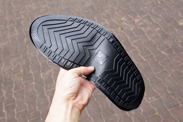 底は薄いながらもしっかりと靴底