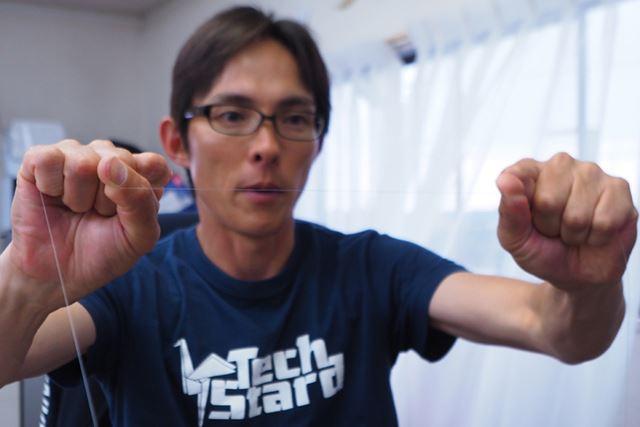 ラインをストレッチさせている川村さん