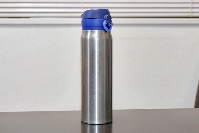 ……というわけで、普段はサーモスの「真空断熱ケータイマグ」という水筒を愛用しています
