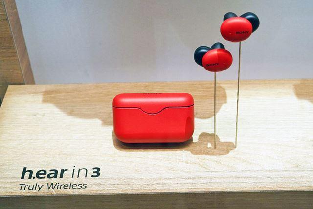 h.earシリーズから登場するソニー完全ワイヤレスイヤホン最新モデル「WF-H800」(レッド)