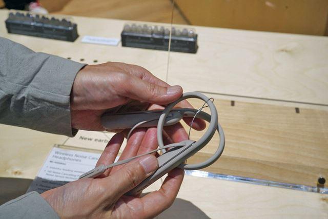 ネックバンド部がシリコン製となり丸められるように