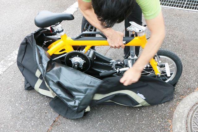 電車で輪行する際は、自転車全体をおおうことが鉄道会社の規則となっているので輪行バッグに入れよう