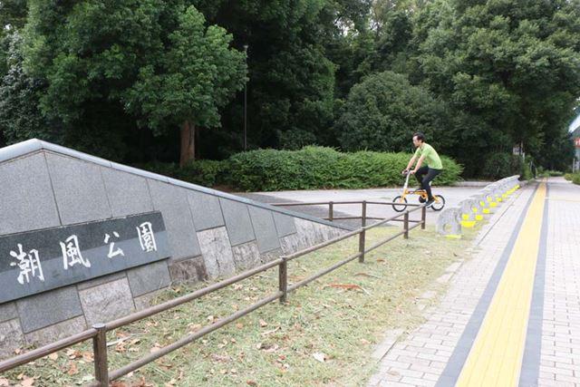 目についたところに、ふらりと寄れるのが自転車のいいところ。公園内に入ってみることにした