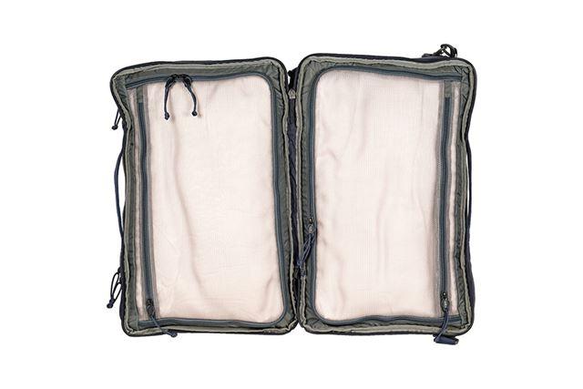スーツケースのように、メインの荷室を端から端まで使用できるのが特徴