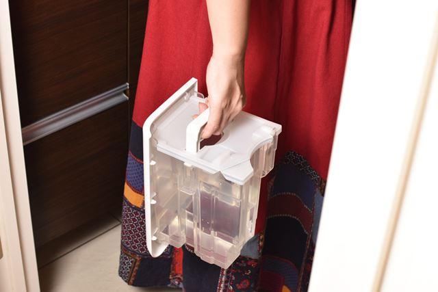 水を捨てる場所は1階にしかありませんが、ハンドルがあるので持ち運びはラクラク