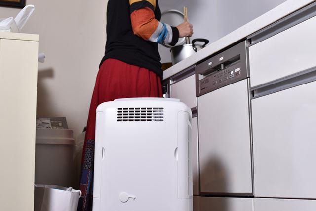 エアコン冷房の効いた部屋なら、熱がこもりやすいキッチンで調理中に冷風運転を使うと暑さが緩和されそう