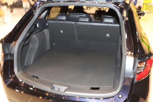トヨタ 新型「カローラツーリング」のラゲッジルーム