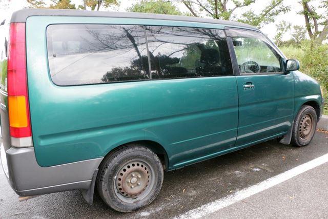 こちらが洗車後の状態。ボディも窓も見違えるほどキレイに! 自分で驚くほどラクに洗車できてしまった