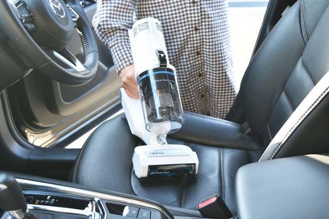ヘッドがコンパクトな「ミニパワーヘッド」は、ソファやクルマのシート掃除にうってつけ