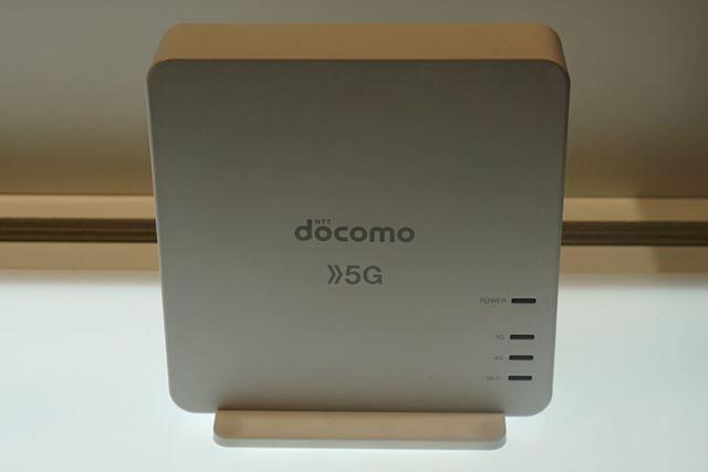 シャープ製の5G対応データ通信端末。5G通信はミリ波とSub 6に対応している