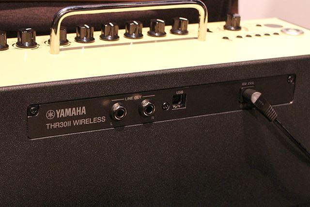 THR30 II Wirelessのみ、背面にLINE OUT(L/R標準ジャック)も装備