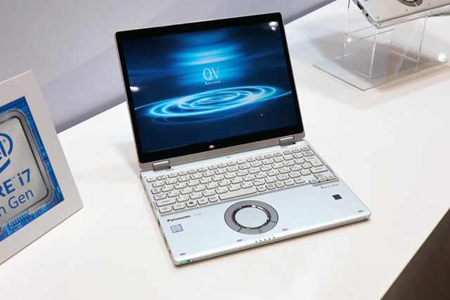 横縦比3:2の12型ディスプレイを搭載するQV8。2in1パソコンでタブレットスタイルでも利用できる