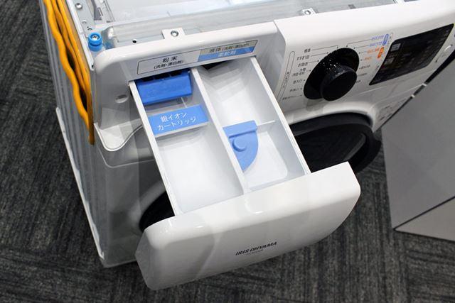 銀イオンカートリッジは、洗濯機本体の洗剤投入ケースの中に設置する仕組み
