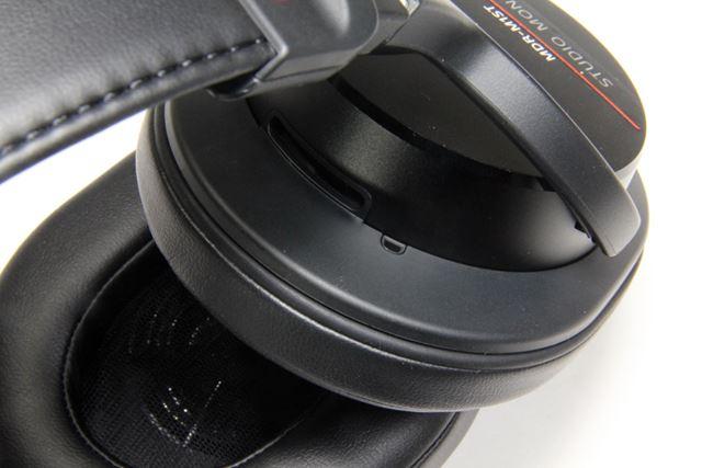 「MDR-1A」ベースのデザインだが、ハウジング部のベントポートが2つになっているなど、細部は微妙に異なる