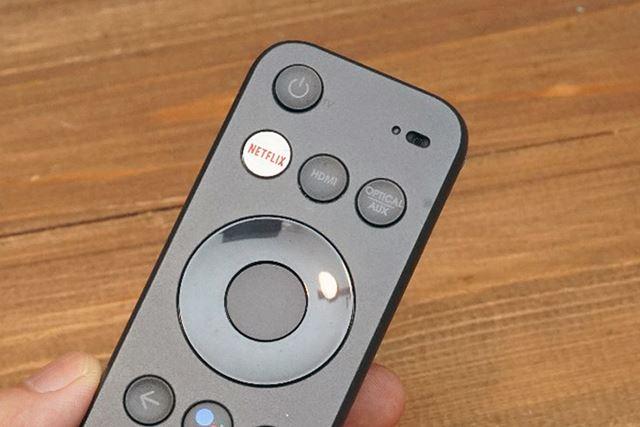 専用リモコン上部には、Netflix専用ボタンも用意されている