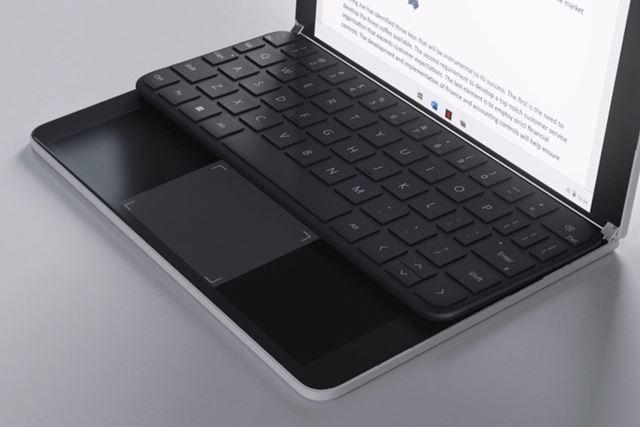 物理キーボードを奥に設置すれば、ディスプレイをタッチパッドとして使える