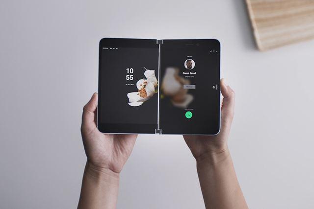 Surface Duoは、ポケットに入るはじめてSurface
