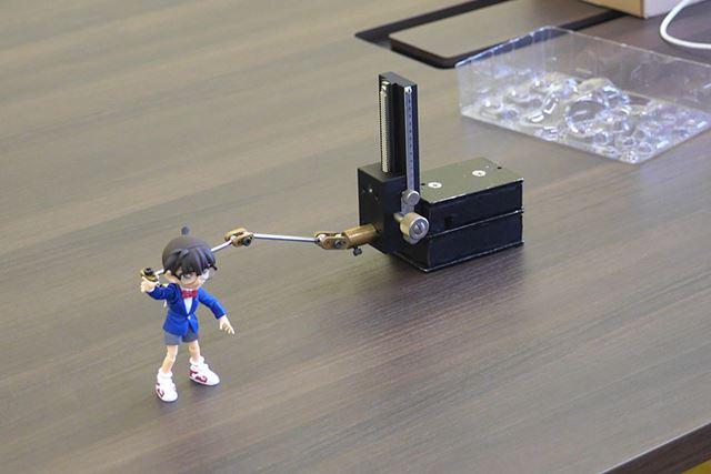 そして、こちらが「タンク」。棒の先に両面テープを付けて、フィギュアを支えます
