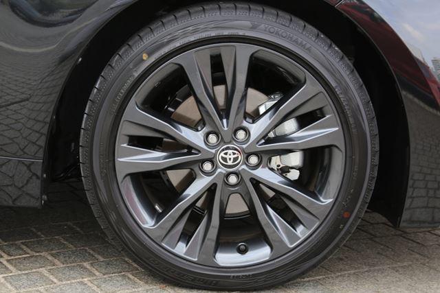 トヨタ 新型「カローラ」の「W×B」グレードに装着されている17インチタイヤ