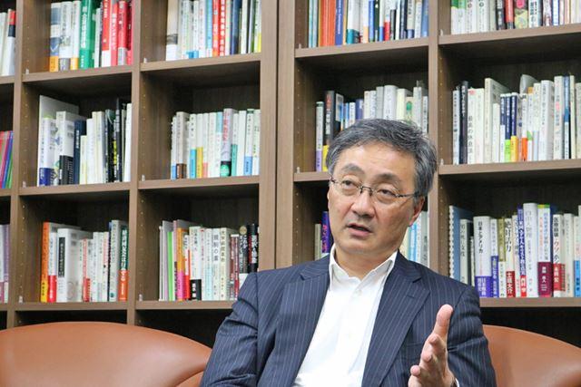 """「栄一が銀行を作ったのは、国民1人ひとりのお金を集め、""""大河""""のようにして社会を発展させるため」と渋澤さんは話します"""