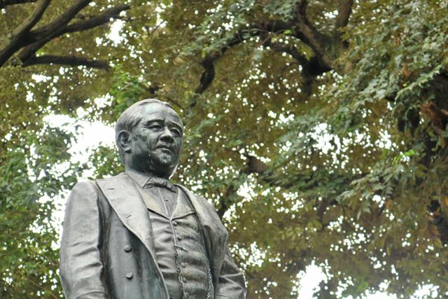 渋沢栄一が居を構えた東京都北区の「飛鳥山」に残る彼の銅像。彼の目に今の日本はどう映っているのか