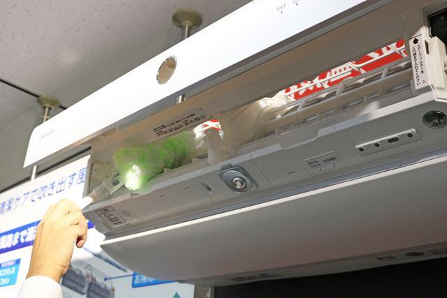 フィルターとダストボックスを取り外して、拭き掃除することもできます