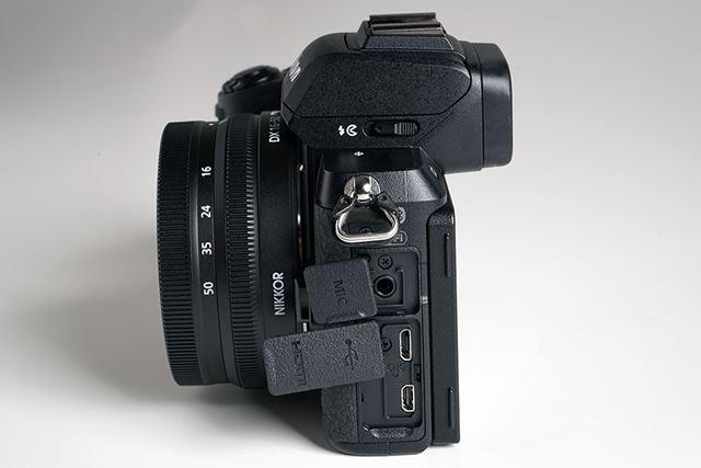 左側面に外部マイク入力、USB(Micro-B端子)、HDMI(Type D)を搭載。USB経由での充電にも対応している