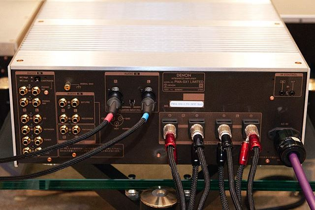 PMA-SX1 LIMITEDには大容量電源トランスや大型アナログ式ボリュームを採用