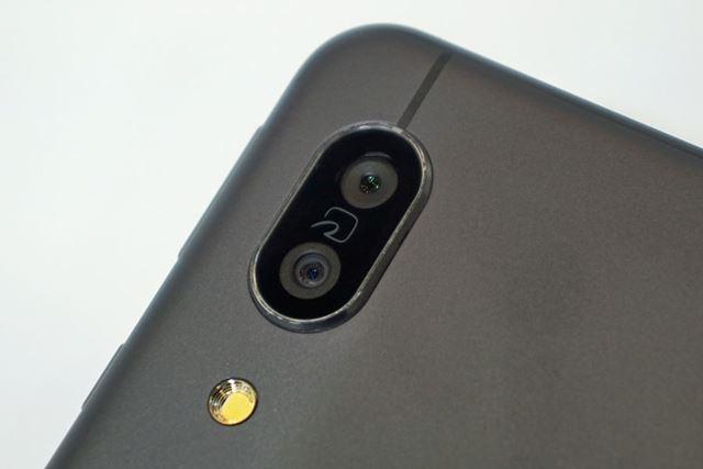 メインカメラは、超広角と広角カメラを組み合わせたデュアルカメラ