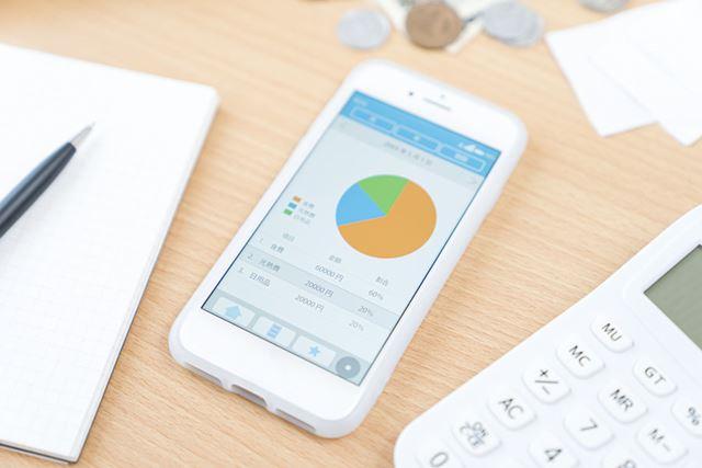家計簿アプリでは、毎月の出費などをグラフ化してくれる