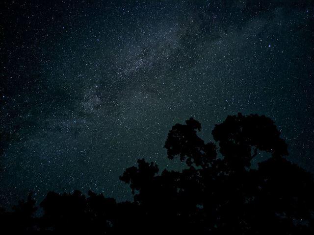 「夜景」モードでの星空写真