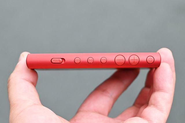 側面には物理ボタンが並ぶ。「Aシリーズ」伝統のスライド式ホールドスイッチも用意されている