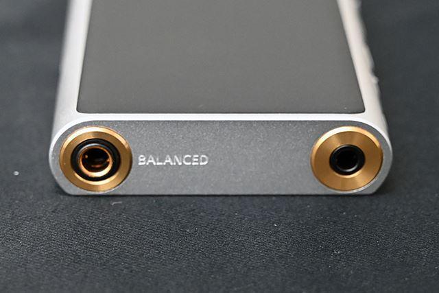 ヘッドホン出力は3.5mmアンバランスと4.4mm5極バランスの2系統用意されている