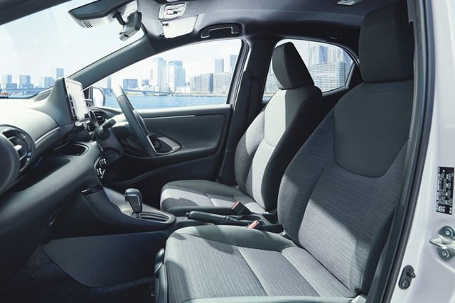 トヨタ 新型「ヤリス」のフロントシート