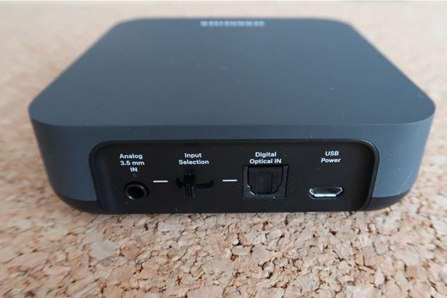 2系統ある入力端子(光デジタル/ステレオミニ)のうち光デジタルでテレビと接続する