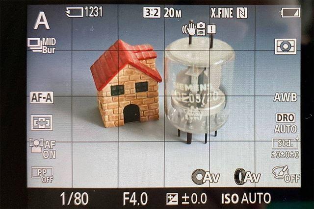 こちらが液晶モニターの表示。表示させる撮影情報はカスタマイズできる