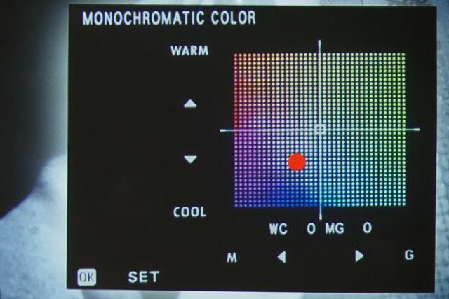 モノクロ調整は暖色系・寒色系に加えてマゼンタ系・グリーン系の調整も可能になった