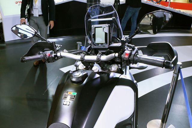 メーターパネルとスクリーンのデザインは、ラリー車を思わせるもので気持ちが高ぶる