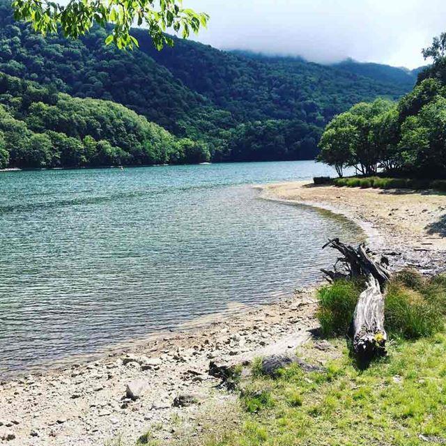 群馬県にある丸沼のような湖のほか、川や海でも「エクステラ」は行われる