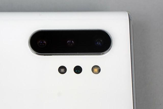 メインカメラは、超広角、広角、望遠の各カメラに加えて、TOFカメラを組み合わせたクアッドカメラ