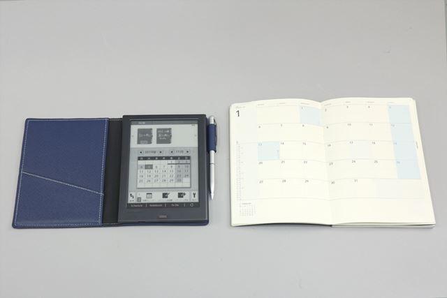 サイズはA6サイズの手帳サイズです。右は筆者が今年利用している手帳