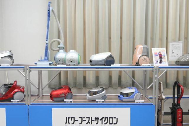 ボール型の掃除機や動作を音声で知らせる掃除機も展示してあります