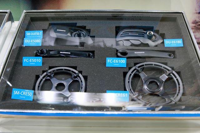 アシストユニット「STEPS」に新たに加わった「E6180」シリーズ(右)と「E5080」シリーズ(左)