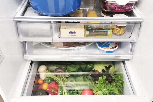 強化ガラスの部分は一般的な冷蔵庫を使用する時と同様、一時的に食品を置いたりしても大丈夫だそう