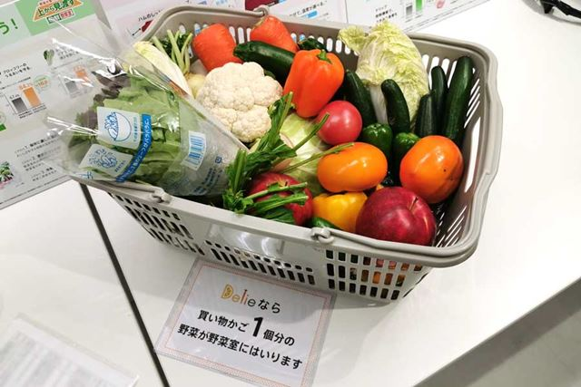 野菜室の定格内容積は67Lで、買い物かご1杯分の野菜が収納できます