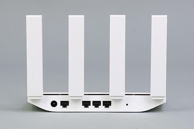 WANポート、3つのLANポートのすべてが最大1000Mbpsのギガビットイーサに対応