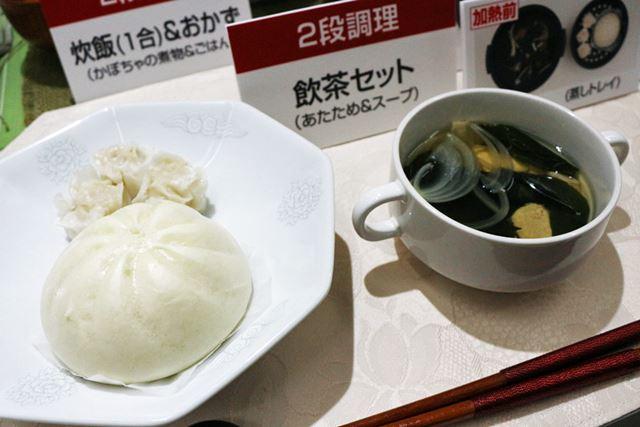 上段で肉まんやシュウマイを温め、下段でスープを作る2段調理も可能