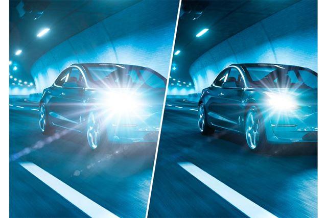 夜間のイメージ(左:通常の状態 右:光が調節された状態)。運転中も使用可能