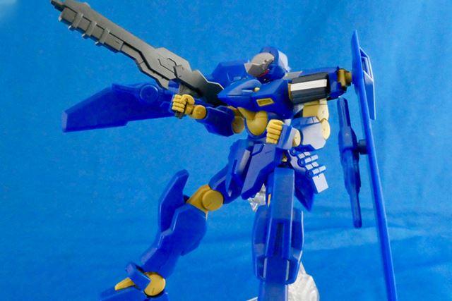 両肩の主翼をさまざまな形に展開可能