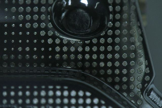 3種類のドットパターンでカモフラージュ柄を表現●写真=カシオ計算機提供